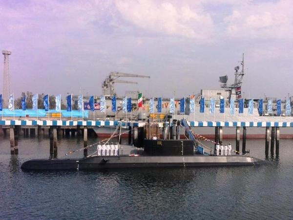 """İranın yeni """"Fateh"""" adlı sualtı qayığı hərbi dəniz qüvvələrinin istifadəsinə verilib"""