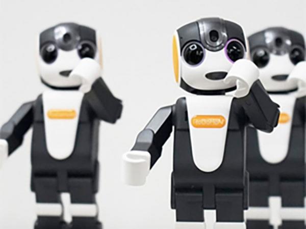 Yeni model insanabənzər robot smartfonlar istehsal edilib