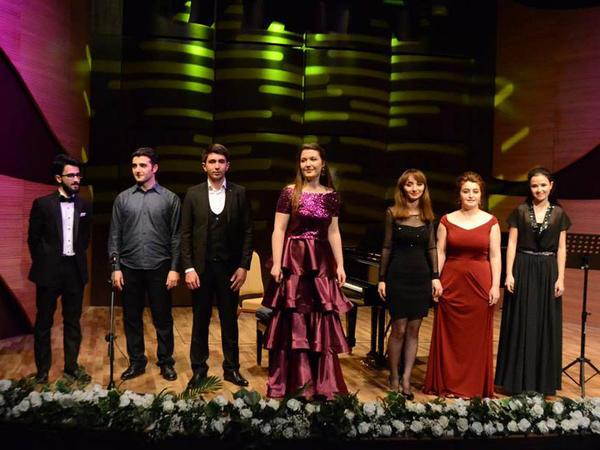 """Fortepiano musiqisi gecəsi - <span class=""""color_red"""">Beynəlxalq Muğam Mərkəzində </span>"""
