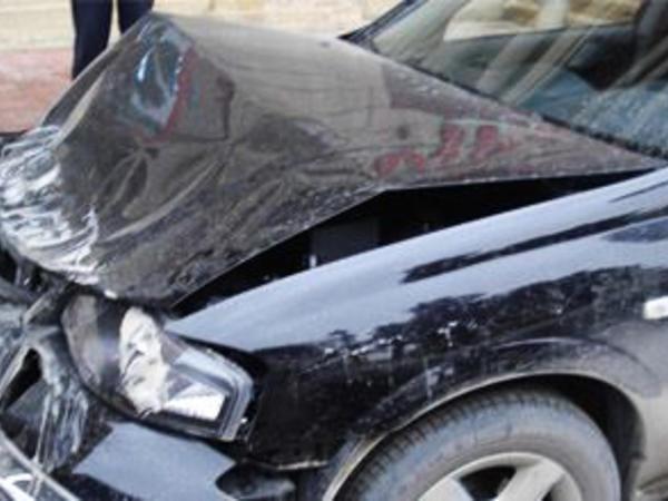 Ağdamda qəza nəticəsində avtomobildə sıxılıb qalan şəxs xilas edildi