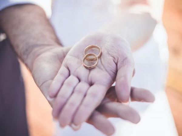 """Azərbaycanlı 42 yaşlı rus qadınla evləndi, prokurorluq """"Ortada sevgi yoxdur"""" deyib, boşatdırdı"""