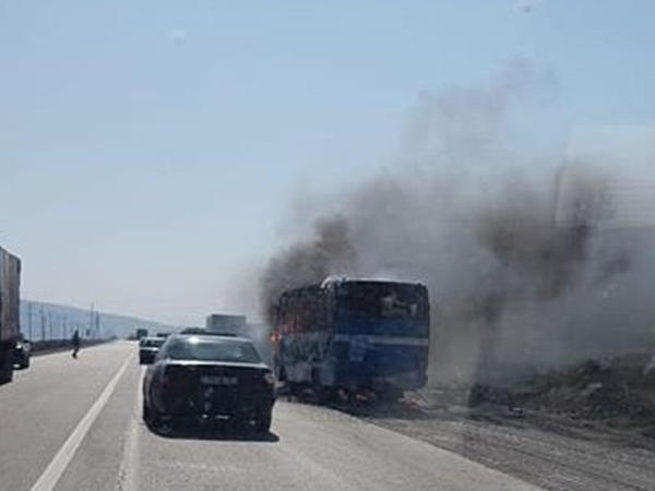 Bakıda sərnişin avtobusu alışdı - YENİLƏNİB - FOTO