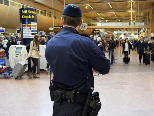 İsveçin ən böyük aeroportunun bəzi əməkdaşlarının mütəşəkkil cinayətkar qruplaşmalarla əlaqələri üzə çıxıb