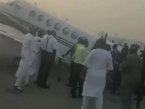 """Nigeriyada içi pulla dolu təyyarə havaya qalxa bilmədi - <span class=""""color_red"""">VİDEO</span>"""