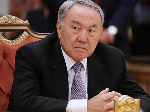 """Nazarbayev milli valyutanın dizaynını dəyişir - <span class=""""color_red"""">Rus dili ləğv edilir</span>"""