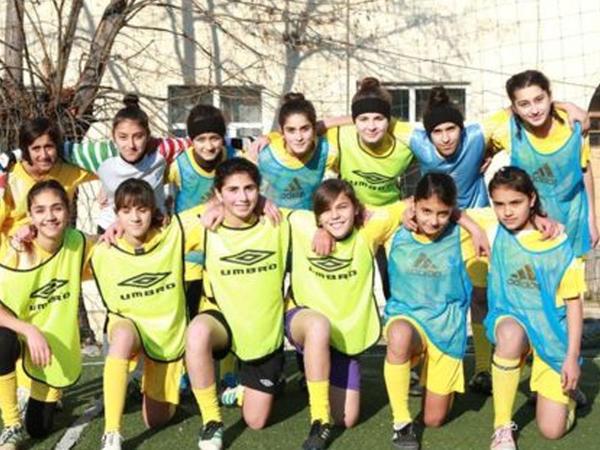 Hər oyunda stereotiplərə bir qol vuran azərbaycanlı qızlar