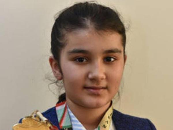 """Zəhra Salmanlı: """"Azərbaycan bayrağının Ermənistan bayrağı altından asılmasına etiraz etdim"""""""