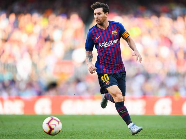 """Messi diqqət mərkəzində - <span class=""""color_red"""">200 min avro bağışladı</span>"""