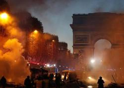 """Fransada gərginlik: <span class=""""color_red"""">etirazçılar 65 avtomobili yandırdılar</span>"""