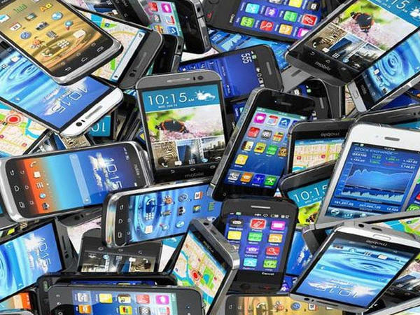 Avropanın smartfon bazarının həcmi 20% azalıb