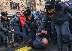 """Yerevanda etirazçılar döyüldü, <span class=""""color_red"""">saxlanılanlar var - VİDEO - FOTO</span>"""