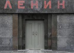 """Lenini diriltmək istədi: """"Qalx, qalx..."""" – <span class=""""color_red"""">Qızıl Meydanda qəribə olay</span>"""