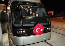 Ərdoğan tramvay sürdü - FOTO