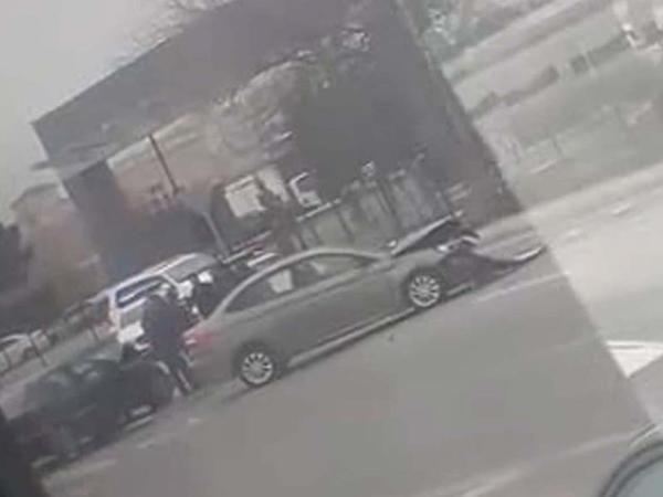 "Bakıda ""Mercedes"" və ""Ford"" toqquşdu: <span class=""color_red"">yaralananlar var - VİDEO</span>"