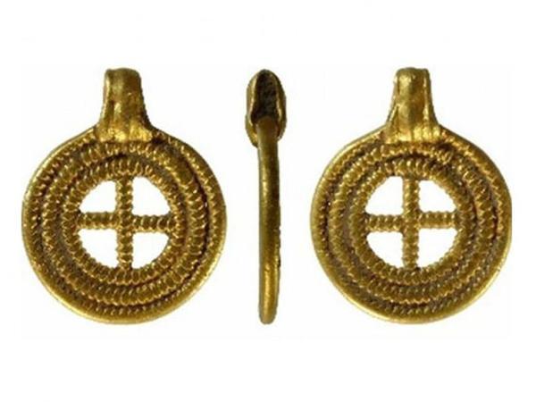 İngiltərədə Anqlosakslar dövrünə aid olan qızıl əşyalar tapılıb