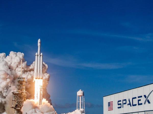 Falcon Heavy raketinin növbəti uçuş missiyasının tarixi məlum oldu
