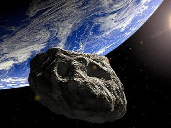 """Kosmik təhlükə: <span class=""""color_red"""">Yerə asteroid yaxınlaşır</span>"""