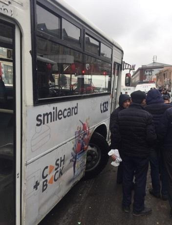 Bakıda avtobus dəhşətli qəza törətdi: 2 nəfər yaralanıb - YENİLƏNİB - VİDEO - FOTO