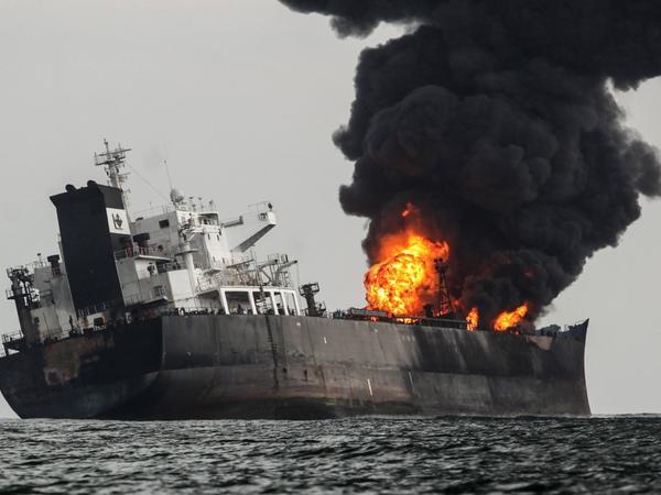 """Cənubi Koreyada neft tankerində yanğın: <span class=""""color_red"""">2 ölü</span>"""