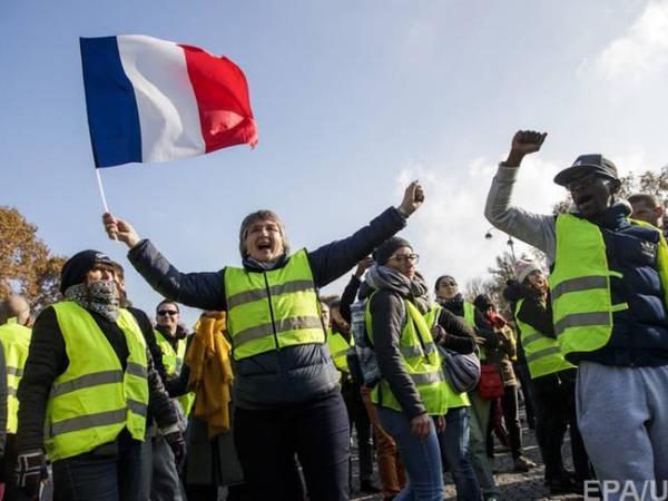 """""""Sarı jiletlər""""in aksiyaları Fransaya <span class=""""color_red"""">200 milyon avroya başa gəlib</span>"""