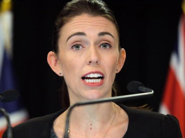 Yeni Zelandiyada silahlar qadağan edilir
