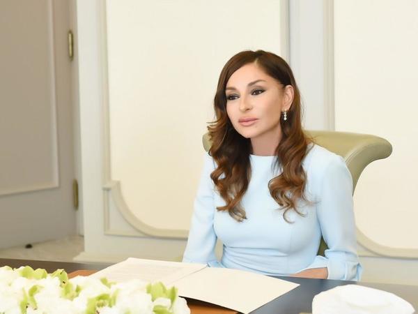 Birinci vitse-prezident Mehriban Əliyeva Dariqa Nazarbayevanı təbrik edib