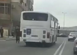 """Bakıda avtobus əks zolağa çıxaraq ölüm saçdı - <span class=""""color_red"""">VİDEO</span>"""