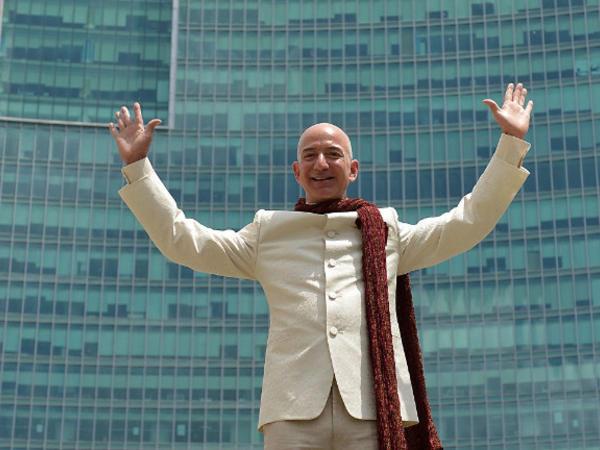 """Ceff Bezos sürətlə varlanmaqda davam edir: <span class=""""color_red"""">Sərvəti rekord səviyyəyə çatdı</span>"""