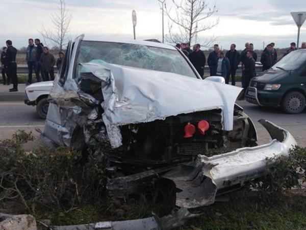 """İki """"Toyota"""" toqquşdu, toya gedənlər yarı yolda qaldı - <span class=""""color_red"""">VİDEO - FOTO</span>"""