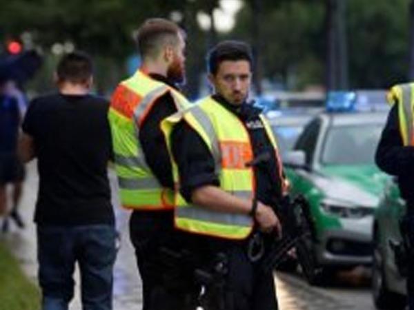 Alman polisi terakt hazırlamaqda şübhəli bilinən 11 nəfəri saxladı