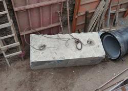 Gəncədə fəhlə beton blokun altında qaldı - FOTO