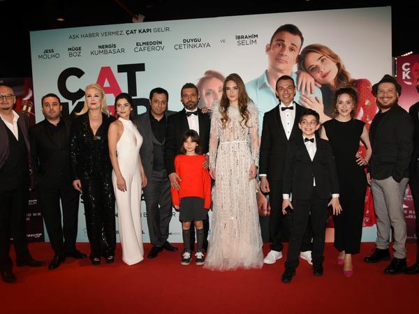 """""""Çat Kapı Aşk"""" filminin qala-gecəsi İstanbulda keçirildi - VİDEO - FOTO"""