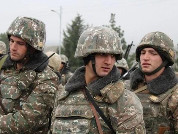 """Erməni ordusunda biabırçılıq - <span class=""""color_red"""">Yatan əsgər yoldaşını zorladı</span>"""