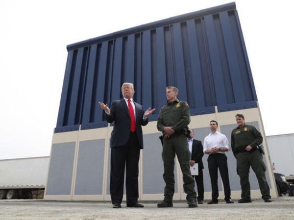"""Pentaqon """"Tramp divarı""""nın inşasını maliyyələşdirəcək"""