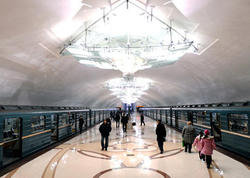 """Metro rəsmisi: """"Qatarların gecikməsinə əsas səbəb sərnişinlərin qapıları saxlamasıdır"""""""