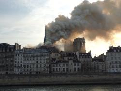 Parisin Notr-Dam Kilsəsində yanğın söndürülüb - YENİLƏNİB - VİDEO - FOTO