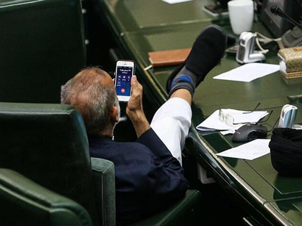 """İranlı deputatın bu <span class=""""color_red"""">FOTOsu tənqid olundu</span>"""