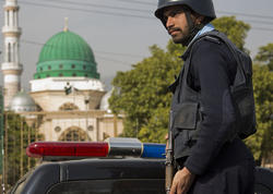 """Sərnişin avtobusunun yolunu kəsib, <span class=""""color_red"""">14 nəfəri güllələdilər - Pakistanda</span>"""