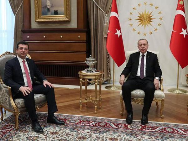 """İmamoğlu Ərdoğanı aeroportda qarşıladı - <span class=""""color_red"""">VİDEO</span>"""