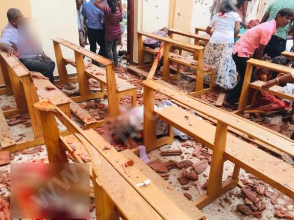 """Şri-Lankada dəhşətli TERROR: 8-ci partlayış - <span class=""""color_red"""">185 ölü, 500 yaralı - YENİLƏNİB - VİDEO - FOTO</span>"""