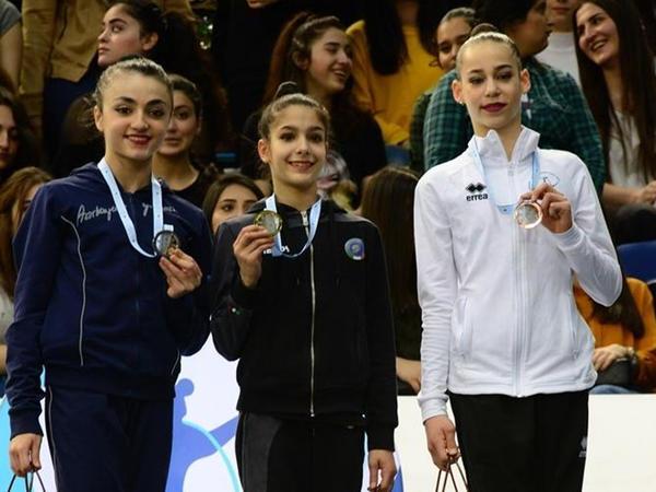 AGF Junior Trophy beynəlxalq turnirinin ip, top, gürz və lentlə hərəkətlərdə qalibləri mükafatlandırılıb: Azərbaycan gimnastları 3 medal qazanıblar - FOTO