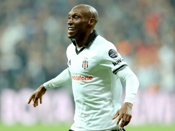 """""""Beşiktaş"""" futbolçusu ilə bağlı qərarını verdi"""