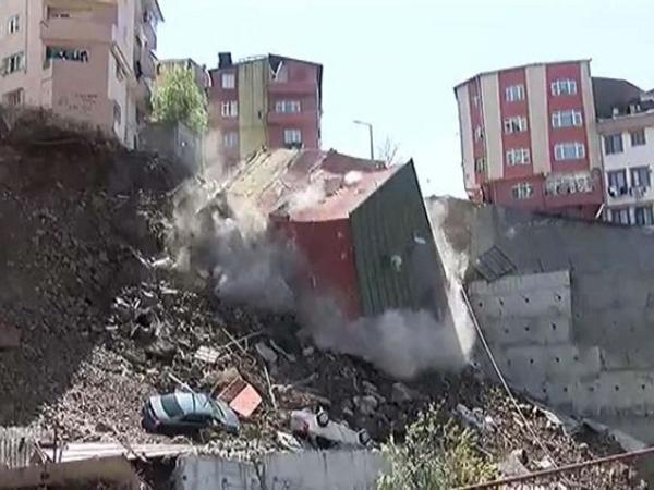 """İstanbulda bina çökdü - <span class=""""color_red"""">VİDEO</span>"""