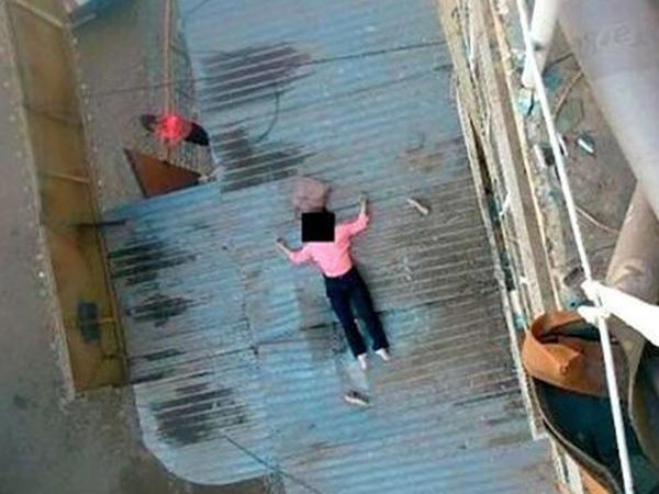 """Bakıda nişanlı qız özünü 7-ci mərtəbədən ataraq <span class=""""color_red""""> intihar etdi - FOTO</span>"""