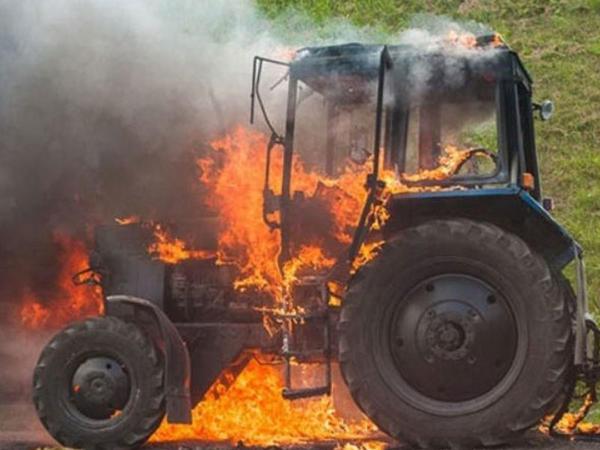 Lerikdə traktor yanıb