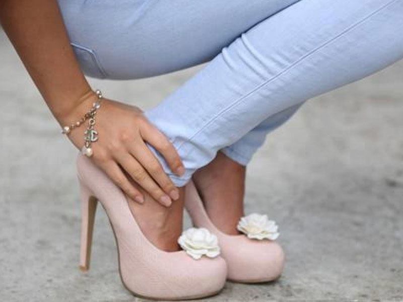 Narahat ayaqqabı ayaqda problem yaradır
