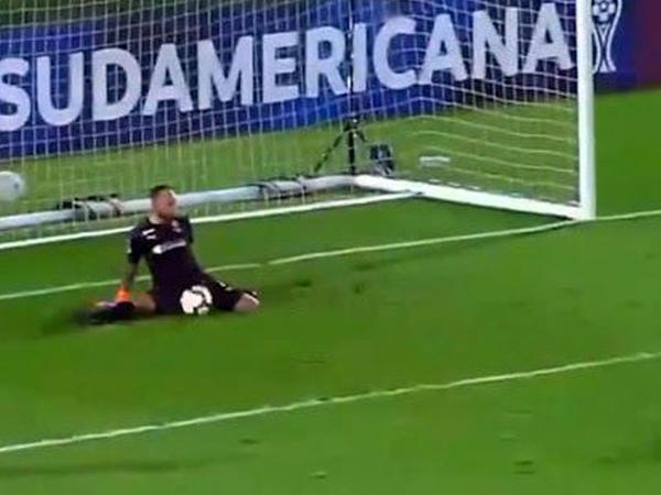 "Penaltini qaçıran futbolçu qovuldu - <span class=""color_red"">VİDEO</span>"