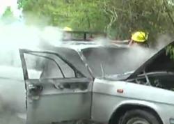 """Hərəkətdə olan avtomobil alışıb yandı - <span class=""""color_red"""">VİDEO - FOTO</span>"""