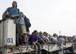"""Miqrantları daşıyan avtobus kanala aşdı: <span class=""""color_red"""">16 nəfər öldü</span>"""