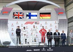 Prezident İlham Əliyev Formula 1 Azərbaycan Qran Prisinin qaliblərini mükafatlandırıb - VİDEO - FOTO